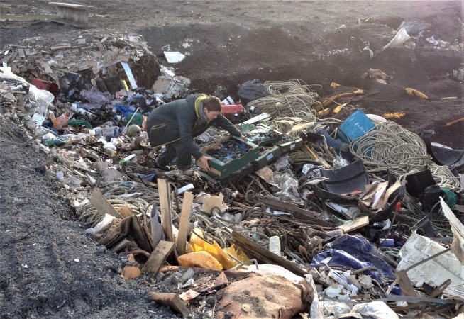 placing-plastiglomerates-in-landfill-site