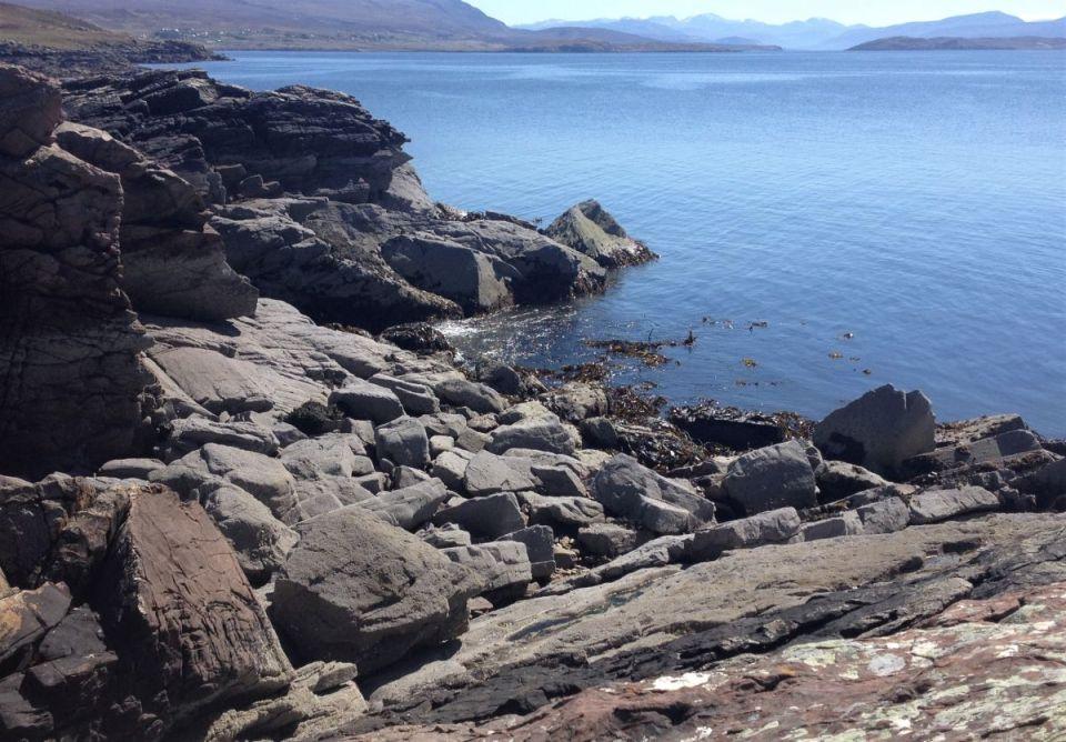 rocky Coigach shoreline 4